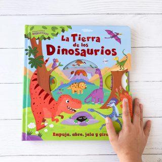 ✨La tierra de los dinosaurios. 🦖🦕 Explora la salvaje tierra de los dinasaurios en este genial libro interactivo. Con leguetas para deslizar, rueda para girar, solapas para levantar y muchas otras sorpresas, la tierra de los dinosaurios es el libro perfecto para los pequeños exploradores. 👦🏻👶🏻👧🏻 Un libro 📕 de la colección aventuras interactivas de Editorial Latibooks.  10 páginas de cartón troquelado, Tapa cartoné con foil. Edad recomendada +3 ¿A tu peque le gustan los dinosaurios? Anda a historias y encontrarás algunos más para 𝖏𝖚𝖌𝖆𝖗 𝖞 𝖆𝖕𝖗𝖊𝖓𝖉𝖊𝖗🦖🦕📚 Lo encuentras en 𝗟𝗜𝗕𝗥𝗘𝗥𝗜𝗔 𝗢𝗡𝗟𝗜𝗡𝗘 👩🏻💻WWW.BUENCRECER.CL O envíame MD #librosinfantiles #amorporloslibros #LibreríaInfantil #bebe #buencrecer #criarycontar #librosparabebes #libreriainfantil #dinosaurios #libros3+ #librosparajugar #jugaryaprender #aprenderjugando @zigzag